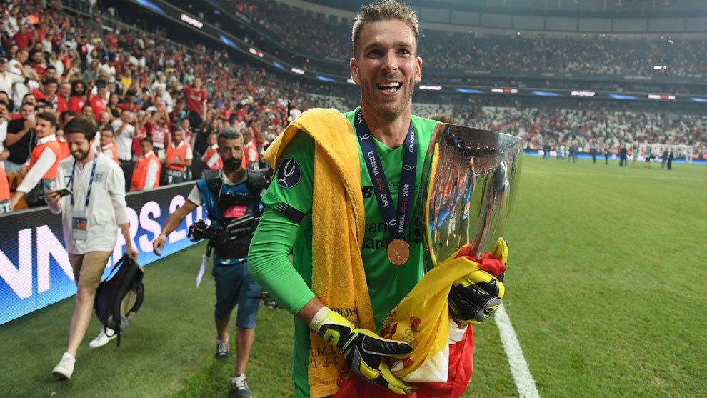 Адриан е героят, след като Ливърпул спечели Суперкупата на УЕФА