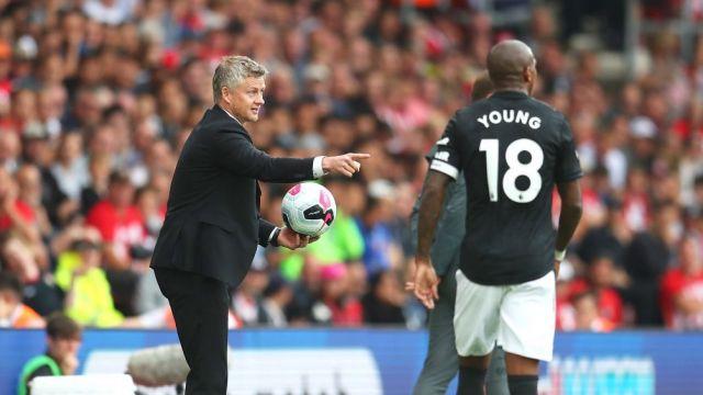 Дали дойде времето феновете на Юнайтед да се примирят с позиция в средата на таблицата?