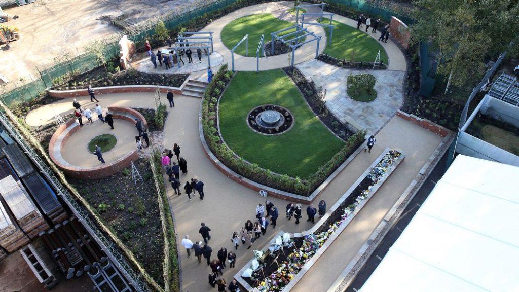 Лестър Сити откри мемориалната градина в памет на жертвите на катастрофата
